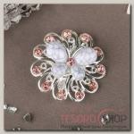 Брошь Бабочка на цветке, цвет бело-розовый в серебре