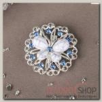 Брошь Бабочка на цветке, цвет бело-голубой в серебре